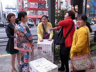 炊飯器を何個も購入していく訪日中国人観光客の「爆買い」:sanpo-pub.co.jpより引用